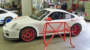 2011 GT3 RS: Installation of roll bar, harnesses and fire extinguisher